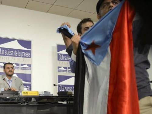 صورة أحد النشطاء الجنوبيين يعمل العلم، ظهرت في افتتاحية صحيفة لوزيرن السويسرية.